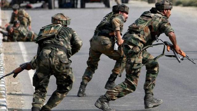 जम्मू-कश्मीर : आतंकियों और सुरक्षाबलों के बीच मुठभेड़, 4 जवान शहीद, दो आतंकी ढेर   Khabar Uttarakhand News